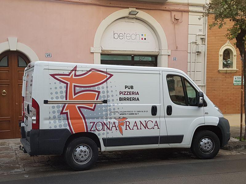 Automezzo ZONA FRANCA pizzeria